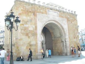 世界遺産チュニスの旧市街メディナの入口フランス門