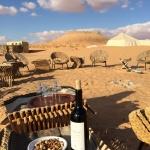 砂漠のど真ん中でワインを一杯♪