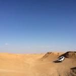 4WDで砂漠のオフロードをドライブ!